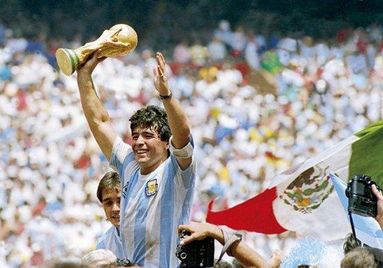 Η φανέλα του Παγκοσμίου Κυπέλλου Maradona «sekali σε μια ζωή» μπλοκάρει δημοπρασίες