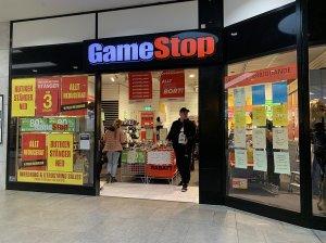Το GameStop συσσωρεύεται ως ρυθμιστές των ΗΠΑ που παρακολουθούν άγριο εμπόριο