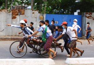 Τα κρατικά μέσα ενημέρωσης της Μιανμάρ αναφέρουν ότι ο αριθμός των θανάτων στη βία είναι υπερβολικός