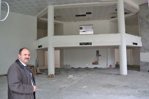 Director, Gõkhan Şenĝor, wants his new center open as soon as possible