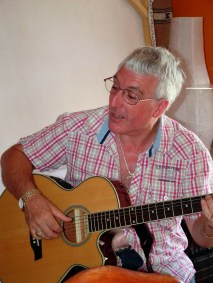 Jamie Vincent teaching guitar