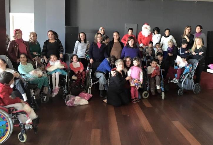 Starling Supermarket plays Santa (7)
