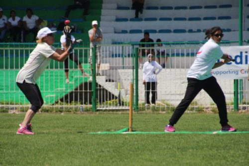 Lynn Holman catching Mouflon's captain Garima off Kelsey Ace's bowling.