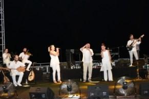 Candan Erçetin and Kardeş Türküler concert (3)