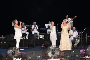 Candan Erçetin and Kardeş Türküler concert (9)