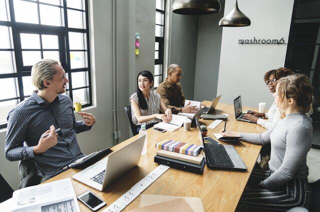 Hiérarchie naturelle : comment cette entreprise est passée de 10 à 7000 salariés en 7 ans sans hiérarchie ?