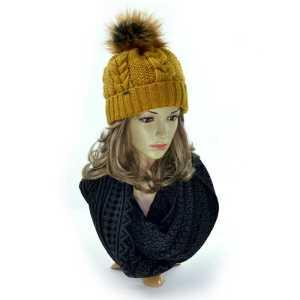 czapka-zimowa-damska-z pomponem