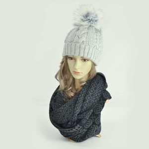 czapka-zimowa-szara-z-pomponem