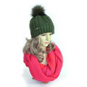 czapka-zimowa-damska-zielona-z-pomponem