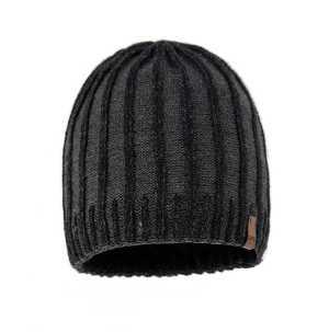 czapka-mlodziezowa-meska-czarna