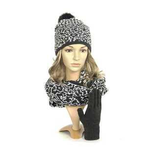 czapka-komin-rekawiczki-antracyt-zakard-modelka