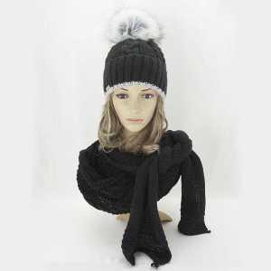 elegancki-zimowy-komplet-damski-czapka-z-pomponem-szalik-czarny-aml