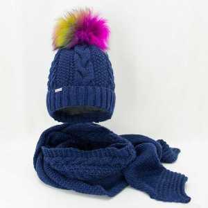 zimowy-komplet-damski-granatowa-czapka-z-kolorowym-pomponem-szalik