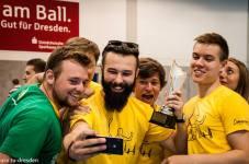 Nesmí chybět ani bronzová selfie s pohárem! Český tým florbaloveturnaje.cz (Zdroj: Facebook - International Floorball Congress)