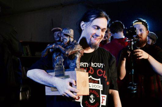 Elgroth si odnáší trofej.
