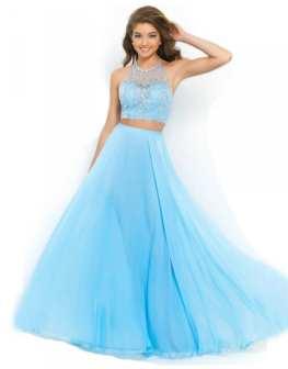 Čeká vás maturák a vy stále hledáte vhodné plesové šaty  Máme tip ... 8423edd3b4
