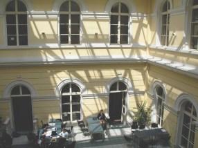 Atrium Gymnázia Jana Nerudy.