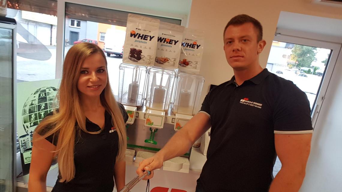 Degustacja białek all nutrition -Muscle Power Częstochowa Magdalena Mazur Damian Szlachta