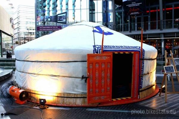 zdjecie,600,240151,20120114,berlin-mongolska-jurta-w-sony-center