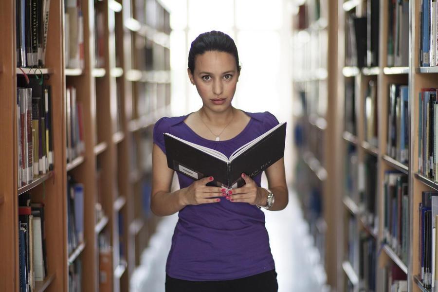 Jakie wykształcenie trzeba zdobyć, aby zostać tłumaczem?