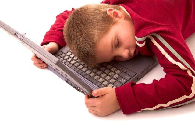 Znalezione obrazy dla zapytania uzaleznienie dzieci od internetu zdjecia