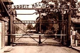 Portail d'Auschwitz I, avec le fameux