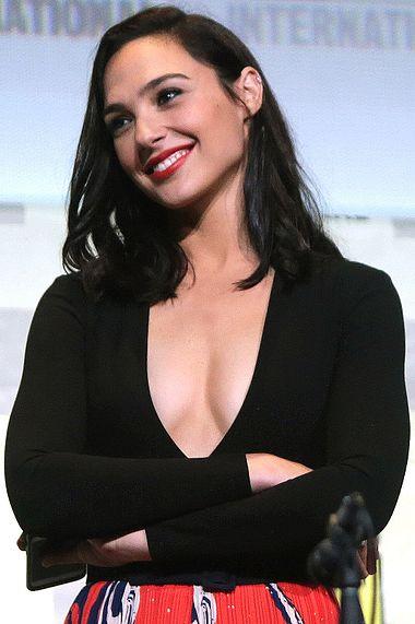 DCコミックス映画ワンダーウーマンを演じるのハーレイクインのコスプレを演じる女優ガル・ガドット