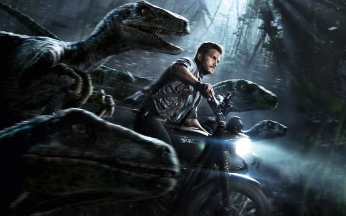 ジュラシック・ワールドシリーズの登場人物と恐竜ラプトルの画像