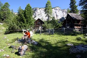 Pause bei Hütte