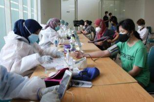 Mensos Risma membuka vaksinasi massal yang diselenggarakan IPSM di UNJ