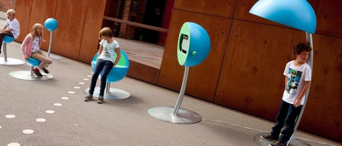 """Det er her du skal skrive teksten. Fx. """"Børn afprøver nye designmøbler i Kolding"""". :-)"""