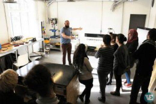 D-sign Tegnestuen og design tegnestuen inviterer flygtninge på besøg i Pakhuset i Kolding