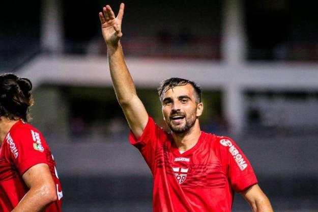 Longuine sofreu lesão no joelho direito, na vitória do CRB contra o Cruzeiro, por 2x0, na Copa do Brasil