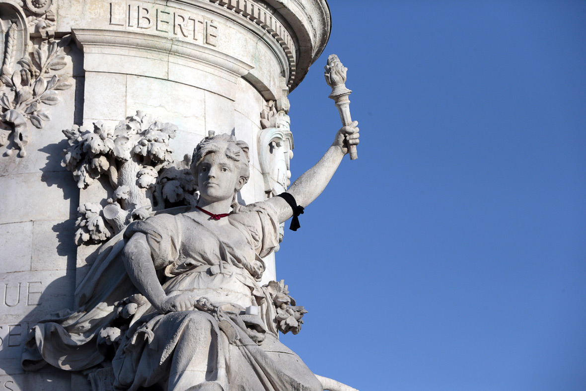 Place de Republique statue