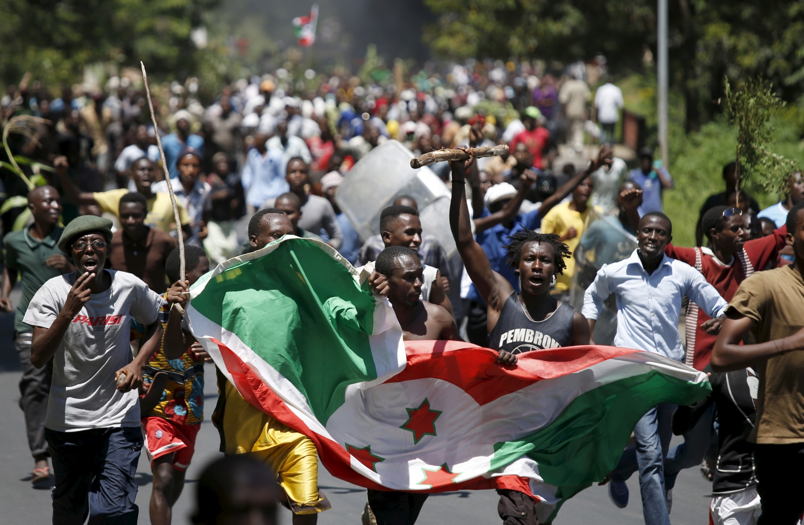 https://i1.wp.com/d.ibtimes.co.uk/en/full/1449504/burundi-protesters-flag.jpg