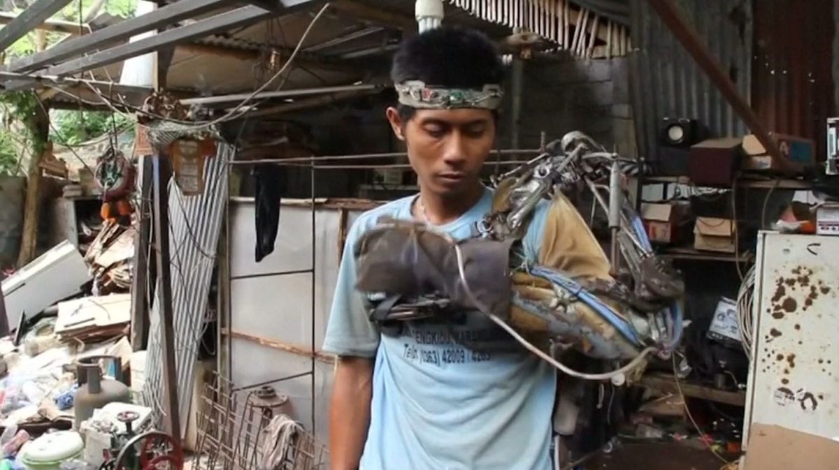 Indonesian Iron Man Claims To Have Created Mind Controlled Robotic Arm Out Of Scrap Metal