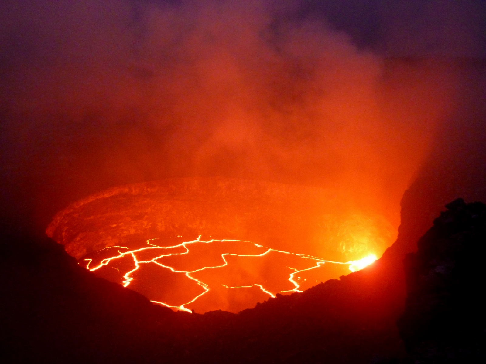 K Lauea Volcano Continues To Splutter Lava