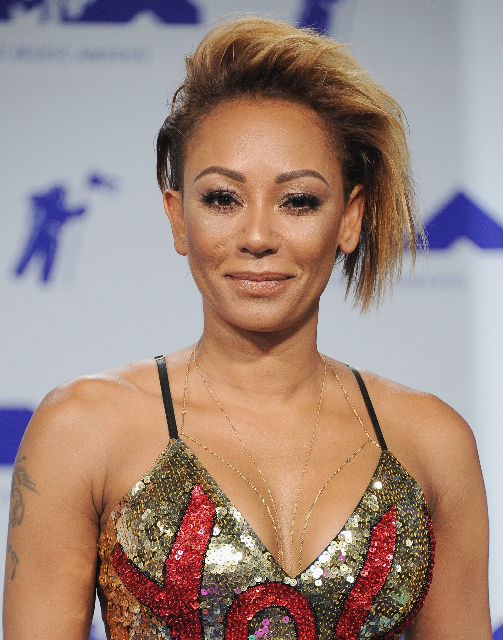 Wtf happened to her face       Mel B looks unrecognisable as she sends     mel b