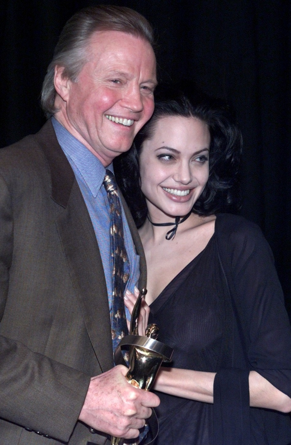 Angelina Jolies Father Jon Voight At War With Penelope