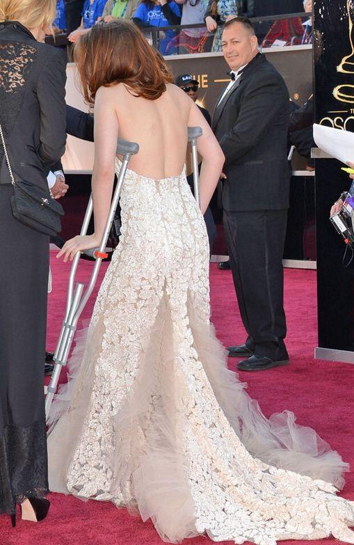 Oscars 2013 Twilight Star Kristen Stewart On Crutches At