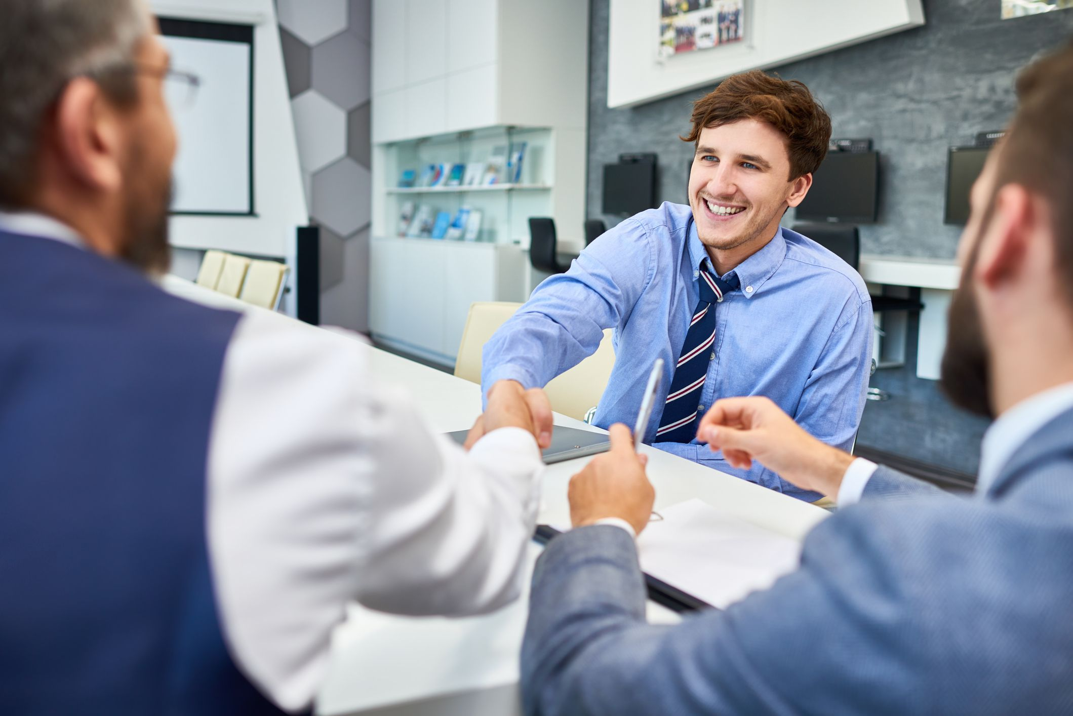 8 Tips For Making A Great First Impression In A Job Interview