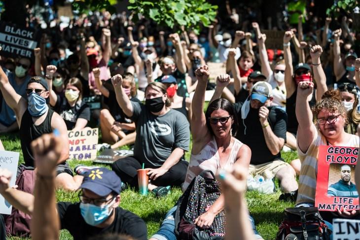 Indianápolis protesta pacífica blm banks