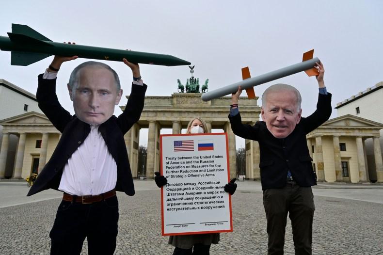 Russia Warns of 'Resolute Retaliation' After U.S. Announces Sanctions, Diplomat Expulsions