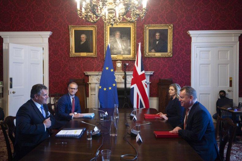 British officials meet EU Brexit negotiators