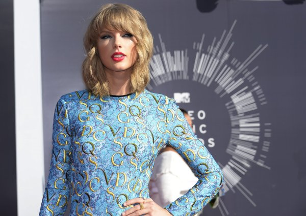 youtube trends taylor swift breaks record for most views - HD 2500×1774