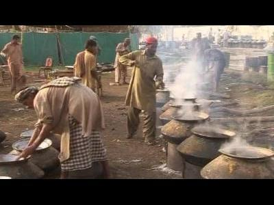 Pakistan's hungry find helping hand