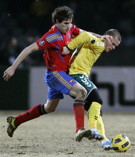 Spain's  Javier Martinez, Left, Is