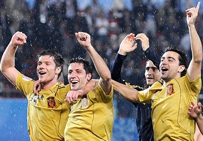 Spain's Xabi Alonso, Joan Capdevila, Xavi Hernandez and Fernando Navarro