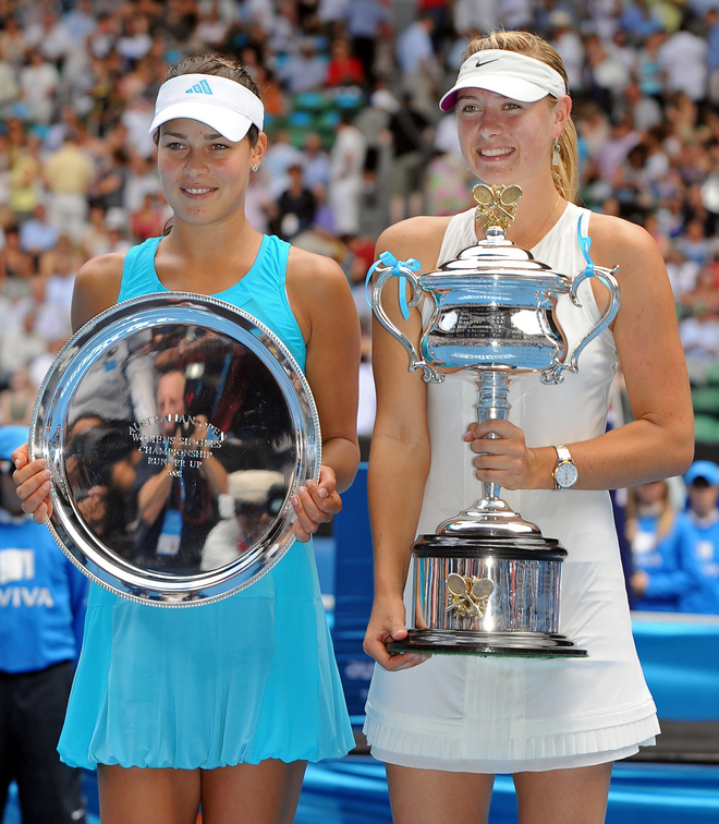Russian tennis player Maria Sharapova (R) and Serbian opponent Ana Ivanovic pose with their respective trophies after their womens singles final match at the Australian Open tennis tournament in Melbourne, 26 January 2008.   Sharapova won 7-5. 6-3.     AFP PHOTO/Romeo GACAD (Photo credit should read ROMEO GACAD/AFP/Getty Images)