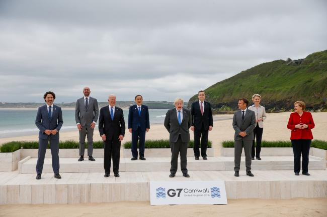 © Bloomberg. Leaders gather for the G-7 family photo in Carbis Bay, U.K. on June 11. Photographer: Hollie Adams/Bloomberg